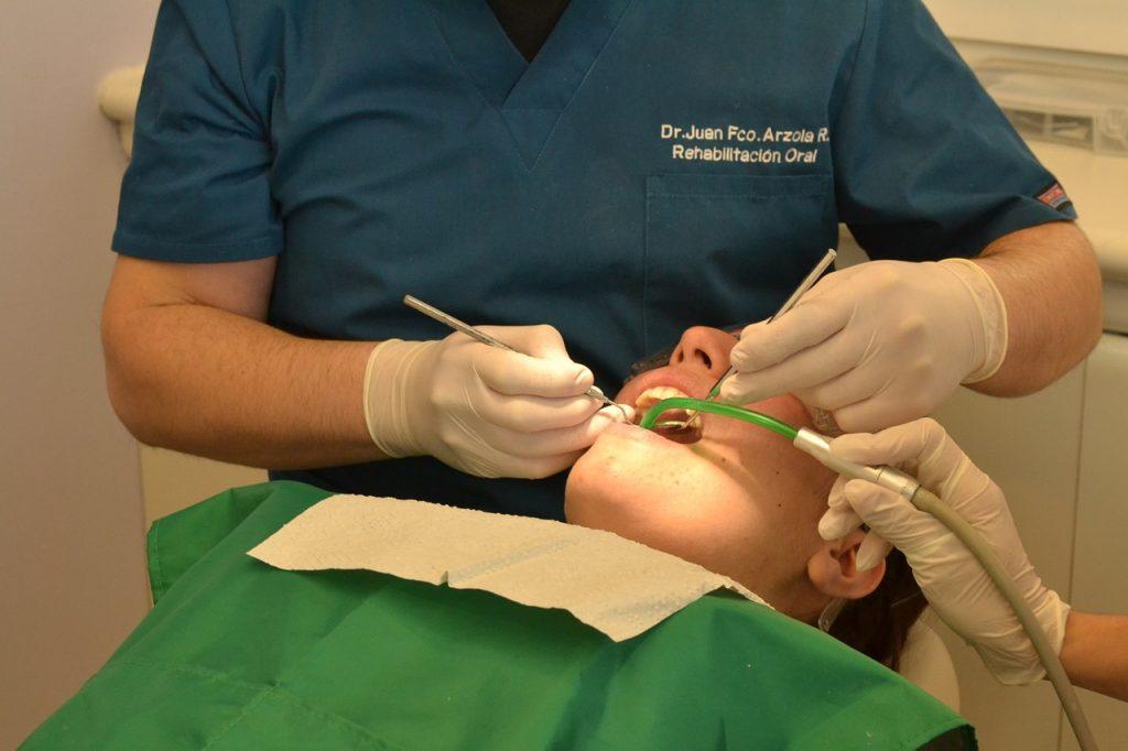 Chirurgia stomatologiczna - usuwanie zęba mądrości